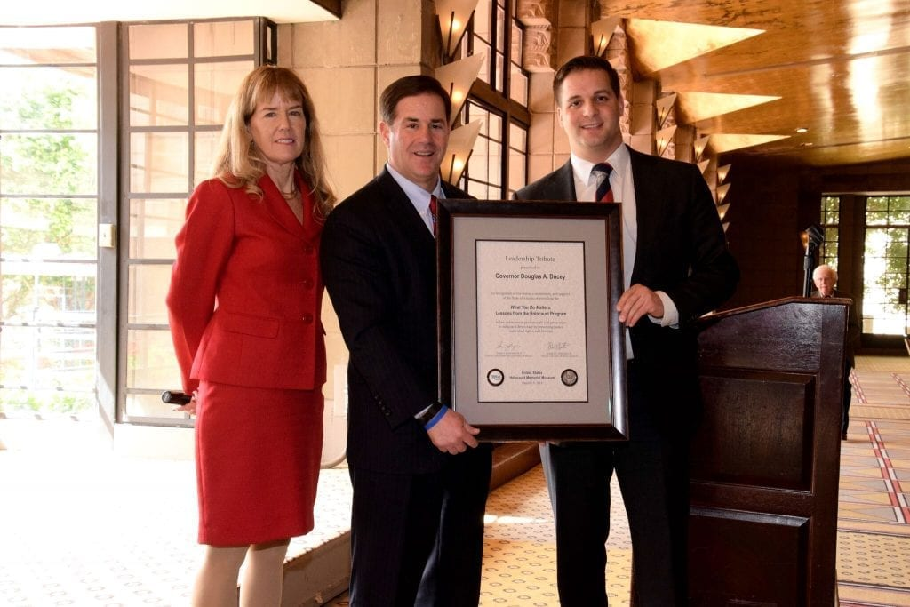 GOVERNOR DUCEY ACCEPTS NATIONAL TRIBUTE ON BEHALF OF ARIZONA'S LAW ENFORCEMENT PROFESSIONALS